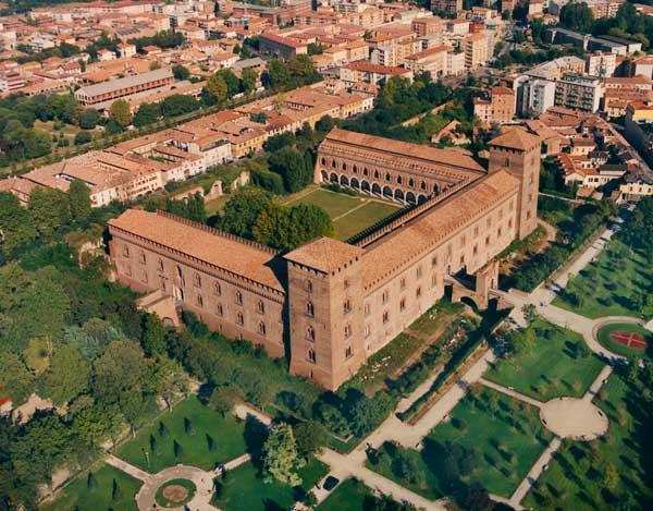 Pavia-Veduta-Aerea-del-Castello-Visconteo
