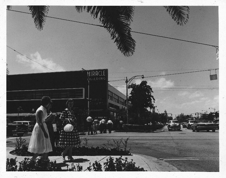 Intersection of Ponce de Leon Blvd and Miracle Mile, 1952