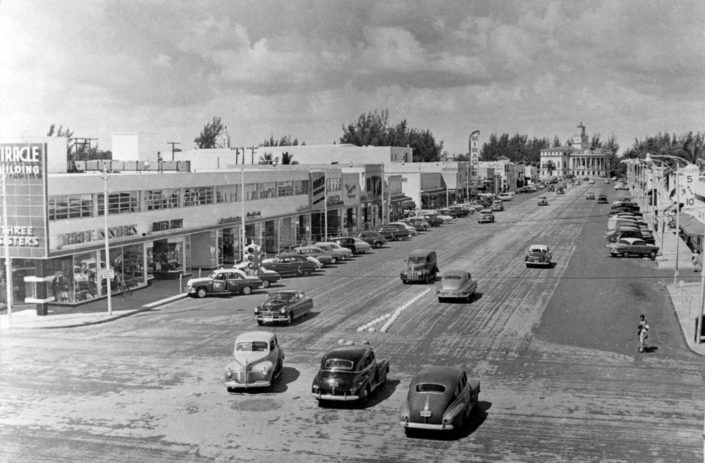 View of Miracle Mile looking west from Ponce de Leon Blvd., circa 1950s. Courtesy of History Miami Museum, Miami News Collection, 1989-011-4173.